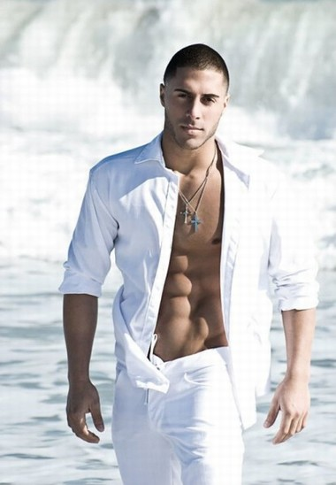 Your Hunk of the Day: Ariel Bresky