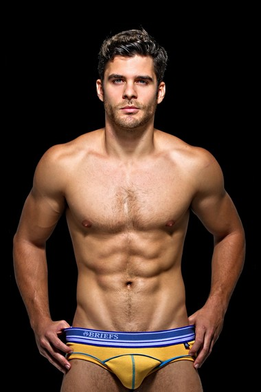 Your Hunk of the Day: Caio Alves