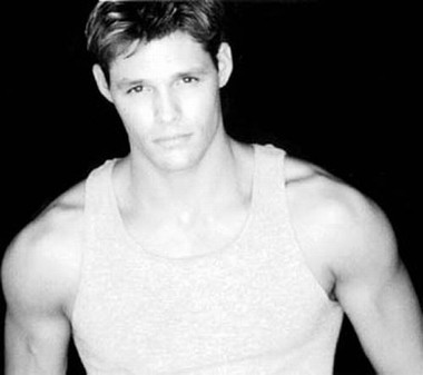 Your Hunk of the Day: Justin Bruening