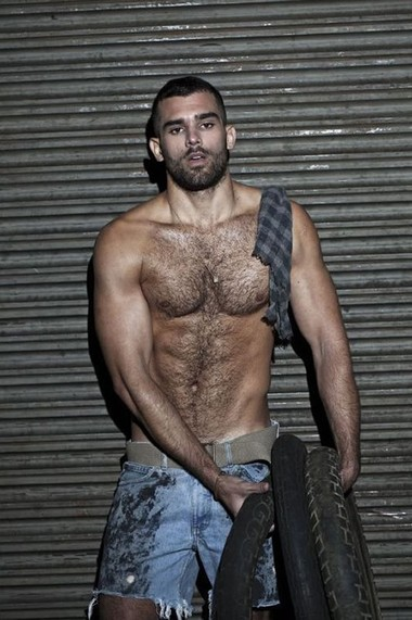 Your Hunk of the Day: Maklon Barcaro